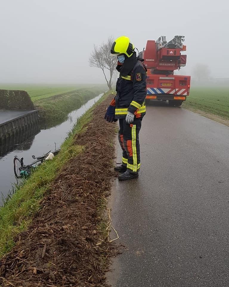 P 1 BDH-03 Persoon te water Oude Herenweg VOORHT 164110 161152 169191 161230